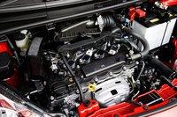 1,3-литровый двигатель (95л.с./121Нм) оборудован механизмом изменения фаз газораспределения, благодаря чему он стал еще более удобным для использования в городских условиях. Оптимизирован крутящий момент на низких и средних скоростях, при этом расход топлива составляет 20,0км/л. Налог на автомобиль снижен на 75% за экологичность.
