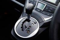 Все модели с 1,5-литровым двигателем оборудованы 7-ступенчатым вариатором с ручным режимом. Спортивная модификация «1.5 S» оснащена подрулевыми переключателями, а по желанию владельца кожаная обивка руля и ручки переключателя передач может быть прошита оранжевой строчкой.