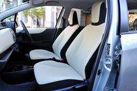 Интерьер комплектации «F». Передние сидения имеют новую конструкцию, спинка стала значительно шире, что позволяет чувствовать себя комфортно даже в дальних поездках. Сидения регулируются по высоте в пределах 60мм.