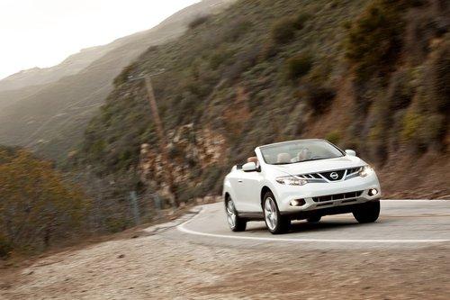 Несмотря на подвеску, ориентированную на комфорт, новая модель для 2011года Nissan Murano CrossCabriolet очень уверенно проходит все повороты.