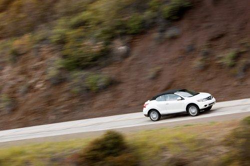 Низкая матерчатая крыша Nissan Murano CrossCabriolet не делает из него Murano в приступе патриотизма.