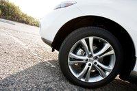 Благодаря правильно подобранным покрышкам, 20-дюймовые колеса справляются с неровностями.