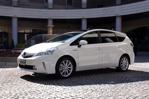 Это вариант Prius V для внутреннего японского рынка. Пока что он называется Space Concept Prototype. К моменту поступления в продажу он обзаведется более звучным именем.