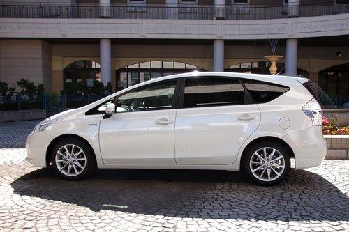 Сможете на глаз определить, на сколько сантиметров увеличилась колесная база стандартного Prius?