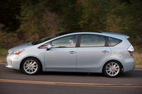 Prius V отлично справился с задачей сохранения аутентичного дизайна стандартного Prius, расширив при этом свои возможности по части вместительности.