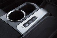 Как и у стандартного Prius, у Prius V есть несколько программ функционирования силовой установки.