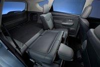 Если сложить задние сидения, Prius V сможет увезти довольно габаритные вещи.
