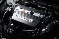 2,4-литровый 4-цилиндровый двигатель с максимальной мощностью 206 л.с. и максимальным крутящим моментом 23,7 кг-м не претерпел никаких изменений. Однако благодаря установленной на нем системе DBW («Drive by Wire») эффективность расхода топлива в режиме 10-15 увеличилась с 11,4 км/л до 11,6 км/л.