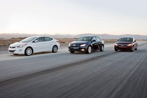 Hyundai Elantra без труда одержал верх над Honda Civic 2012 в нашем тесте, что, видимо, означает, что завтра наступит конец света.