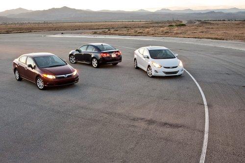 Мы хотели включить в список конкурсантов Ford Focus, но Ford не смог предоставить нам автомобиль. Ждите в скором времени сражение Focus с Elantra.