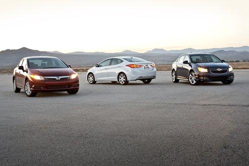 Все три седана отлично подходят в качестве автомобиля на каждый день, но в целом лучше всех оказался Hyundai Elantra.