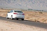 Как и прежде, Hyundai предлагает богатую техническую оснащенность, но при этом Elantra по-прежнему стоит меньше, чем Civic и Cruze.