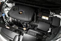 В 2011 году Elantra впервые получил мотор с алюминиевым блоком — Hyundai «Nu» — рядная «четверка» объемом 1,8литра. Он развивает 148л.с.