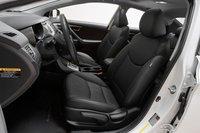 Редакторы всех размеров высоко оценили удобство водительского сидения Elantra. В остальном же все как у всех, включая телескопическую регулировку рулевой колонки.
