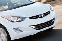 Hyundai Sonata своего рода гонщик, но и Elantra 2011 выглядит не менее круто. Фары обеспечивают отличное освещение.