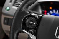 Перемещаться между аудио-носителями и страницами i-MID довольно просто благодаря удобным кнопкам на рулевом колесе.