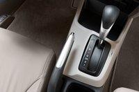 Не сомневаемся, что вы тоже злитесь на Honda за то, что они продолжают использовать пятиступенчатый «автомат» вместо шестиступенчатого, хотя ему и удаются переключения вверх при полностью утопленной педали газа.