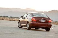 А «зад» один в один как у Toyota Camry 2002-06.