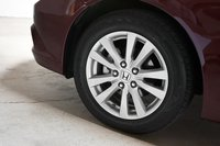 У Civic EX-L Navi самые маленькие колеса и покрышки в этой группе — резина P205/55R16 89H Continental ContiProContact на литых дисках 16х6,5 дюймов.