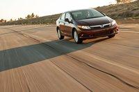 Несмотря на то, что едет и управляется Civic 2012 на удивление хорошо, он сильно кренится в поворотах, что сводит на нет стремление повеселиться на извилистой узкой дороге.
