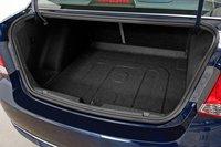 Объем багажника составляет почти 425 литров. Размыкающий механизм для складывания сидений находится на самих сидениях, а потому, чтобы их сложить, нужно отодвинуть передние максимально вперед.