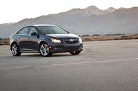 Дерзостью Hyundai здесь и не пахнет, хотя это не мешает Chevrolet Cruze 2011 выглядеть свежо и опрятно.
