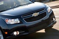 Фары Chevy обеспечивают равномерное распределение света и хорошую дальность в режиме ближнего света.