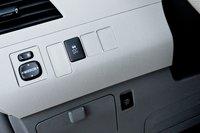 Отключить систему курсовой устойчивости 2011 Toyota Sienna SE? Мы бы не советовали так экспериментировать.