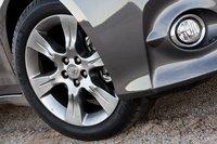 Мы никогда не станем возражать против темных колесных дисков. Они отлично скрывают пыль от тормозов.