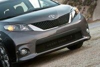 Если вы хотите минивэн с темной решеткой радиатора, Toyota будет единственным вариантом.