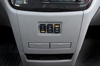 По аналогии с Chrysler и Dodge Quest предлагает 110-вольтовыйразъем и подогрев сидений.