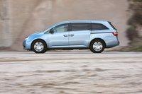 Автомобиль хорошо контролируется и предлагает достаточно высокий уровень комфорта. Звукоизоляция салона Odyssey находится на среднем уровне.
