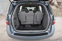 За третьим рядом сидений, конечно же, есть просторный багажник для транспортировки покупок.