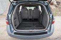 Honda изобрели систему Magic Seat, представленную на Odyssey первого поколения, так что никто из нас не был удивлен, обнаружив ее здесь. Благодаря ей, третий ряд сидений Odyssey складывать проще всего.