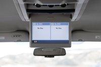 Да, Town and Country может быть с убирающимся экраном, к тому же, Chrysler – единственный минивэн в этой группе, где есть два разъема RCA, что позволяет подключить к бортовой мультимедийной системе PS3 и Хbox 360.