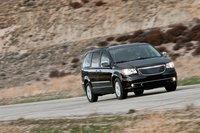 Углы все еще грубоваты, но несмотря на это Chrysler вернулся в категорию автомобилей, который можно смело рекомендовать к приобретению .