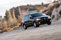 Если же вы хотите хороший черный минивэн без хрома, для вас есть Dodge Grand Caravan 2011.