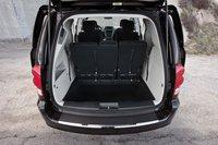 Как и у Chrysler, у Dodge новый улучшенный бампер, который не деформируется под воздействием высоких температур. Спасибо, Dodge.