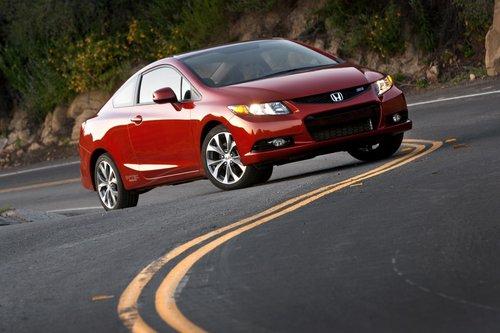 Базовая стоимость Honda Civic Si Coupe начинается с $22295; покупка машины с летними покрышками увеличивает ее до $23155.