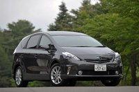Prius Alpha на 155мм длиннее, на 30мм шире, на 85мм выше, а его колесная база на 80мм больше, чем у Prius. Расстояние от головы до потолка в Prius Alpha на первом ряду больше, чем в Prius на 25мм, на втором ряду — на 45мм, на третьем ряду люфт составляет 10мм (предполагаемый рост сидящего для первого ряда составляет около 190см, для второго — около 180см, для третьего — около 170см). Расстояние между первым и вторым рядом также увеличилось на 35мм.