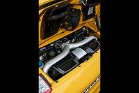 Porsche 911 Turbo оснащается 3,8-литровым 6-цилиндровым оппозитным мотором с интеркулером.