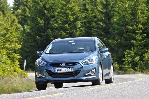 Hyundai i40 нельзя назвать откровенно спортивным, а вот солидным — запросто.