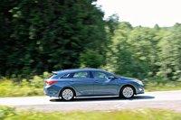 Кузов «универсал» делает i40 визуально длиннее Sonata.