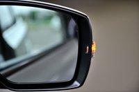 Боковые зеркала всех автомобилей серии Legacy оснащены указателями поворота.