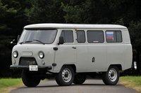 Фургон имеет своеобразную форму: он на 10см короче Toyota Wish, при этом в ширину и в высоту он больше двух метров. Модель оснащена подключаемым полным приводом — специально для российского бездорожья, а высота дорожного просвета достигает 220мм. Своим внешним видом машина напоминает старую Mitsubishi Delica или какой-нибудь Unimog.