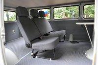 В российском каталоге указано, что сзади должно быть два ряда сидений на пятерых человек. В машинах, импортируемых агентством «Iwamoto Motors», установлен лишь один ряд сидений на троих пассажиров.