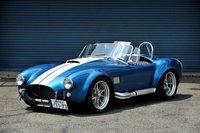 Среди всех моделей серии Cobra, импортом которых занимается господин Танабэ, самой узнаваемой является AC427S/C (нафото) набазе 427SemiCompetition. Традиционно алюминиевый кузов одевается на стальной подрамник. Автомобиль оснащен мощнейшим 7-литровым двигателем V8. Стоимость такой версии составляет 11000000иен (около $143000). К слову, за оригинал 60-х годов сегодня просят не меньше 60000000иен (около $780000). Фото: Такаюки Кикути
