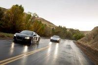 Две машины, одна полоса.