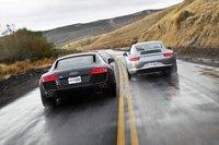 Несмотря на специфичное расположение мотора, и у R8, и у 911 отличная обзорность назад. И это не шутка.