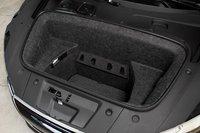 Абсолютно все ниши для вашего багажа расположены в передней части R8. И их вполне достаточно.